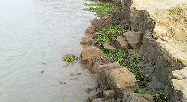 চারপাশে শুধু নদী ভাঙনের সুর